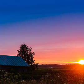 Jukka Heinovirta - Beautiful Sunset And A Barn House
