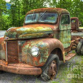 Reid Callaway - Beauty and The Best 1947 International Harvester KB 5 Truck