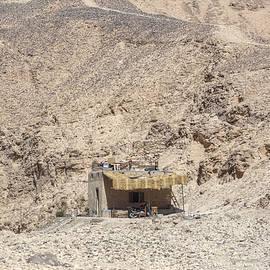 Joana Kruse - bedouin house in the desert in Egypt