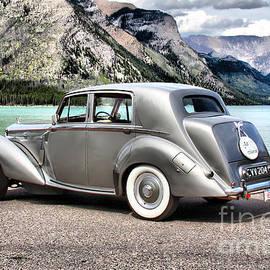 Vickie Emms - Bentley 1952 Mk VI