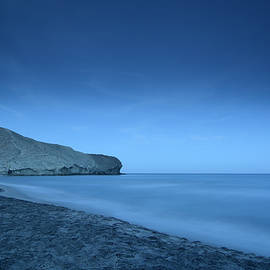 Guido Montanes Castillo - Blue hour at half Moon beach