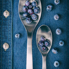 Tom Mc Nemar - Blueberries on Denim I