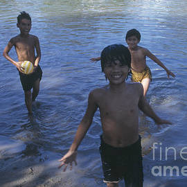 Kim Lessel - Boys Playing in the River