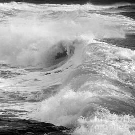 Paul Davenport - Breaking waves. 2