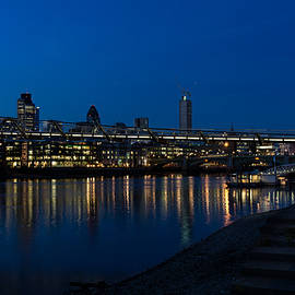 Georgia Mizuleva - British Symbols and Landmarks - Millennium Bridge and Thames River at Low Tide