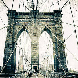 Brooklyn Bridge Crossing - Jessica Jenney