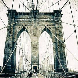 Brooklyn Bridge Crossing - Jessica Jenney