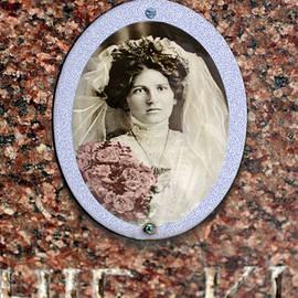 Robert Frank Gabriel - Buried in her Wedding Gown