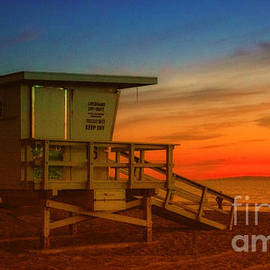 Jerry Cowart - California Lifeguard Tower At Sunset