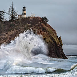 Wes and Dotty Weber - Cape Disappointment Waves D9528