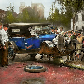 Mike Savad - Car Accident - It came out of nowhere 1926