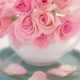 Carolyn Rauh - Cascasing Pink Roses