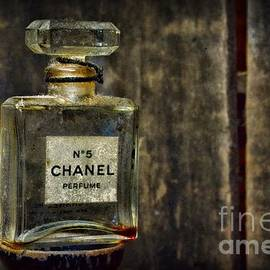 Paul Ward - Chanel No. 5