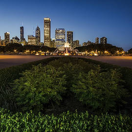 Sven Brogren - Chicagos Buckingham Fountain with light painting in the foreground