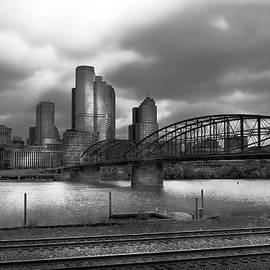 Mike Savad - City - Pittsburgh PA - Smithfield Bridge BW