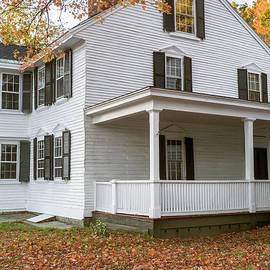 Classic Colonial Home - Edward Fielding