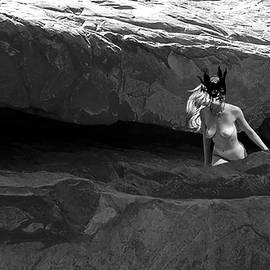 Broken  Soldier - Cliff Dweller II in black and white
