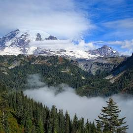 Lynn Hopwood - Clouds descending on high