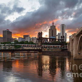 Ernesto Ruiz - Cloudy Sunset over Saint Paul