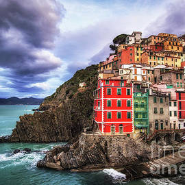 Aaron Choi - Colorful town of Riomaggiore