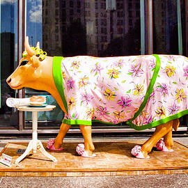 Allen Beatty - Cow Parade N Y C  2000 - The Early Show Cow