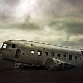 Stephen Jones - Crashed Dakota Iceland