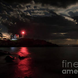 Scott Thorp - Curtain Call at Nubble Lighthouse