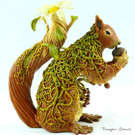 Przemyslaw Stanuch - Daisy Squirrel
