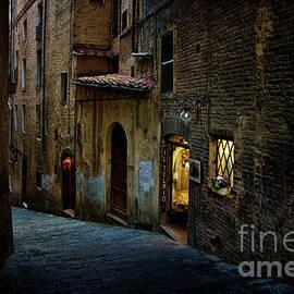 Stuart Row - Dark Siena Alley