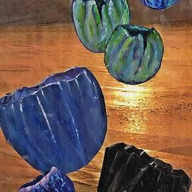 Sarah Loft - Dark Tulip Sunset