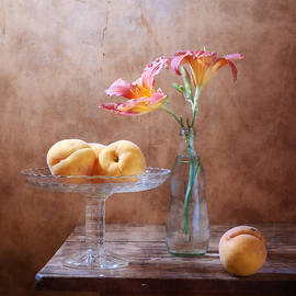 Nikolay Panov - Daylily and Peaches