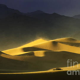 Bob Christopher - Death Valley Land Of Contrasts 2