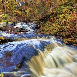 Marcia Colelli - Delaware waterfall and Rapids