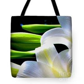 Gardening Perfection - Digi Lily Tote