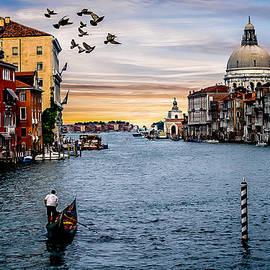rdm-Margaux Dreamations - Down the Grand Canal