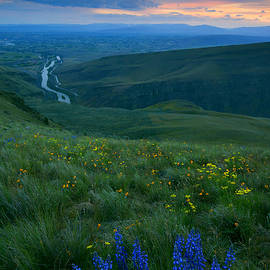 Mike  Dawson - Dusk over the Yakima Valley