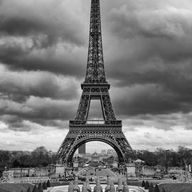 Isabel Poulin - Eiffel tower in Paris