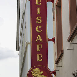 Teresa Mucha - Eis Cafe Rudesheim