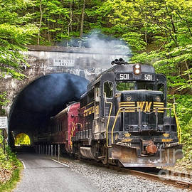 Jeannette Hunt - Engine 501 coming through the Brush Tunnel