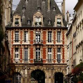 Ira Shander - Entrance To The Place Des Vosges
