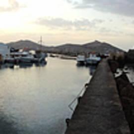 Colette V Hera  Guggenheim  - Excellent View Naoussa Paros Greece
