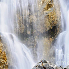 Janie Johnson - Eyes In The Rocks- Holland Falls