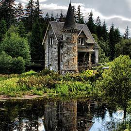 Sandra Cockayne - Fairytale Castle Gatelodge