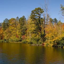 NaturesPix - Fall Color at Powhatan Lake
