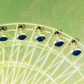 Marianne Campolongo - Ferris Wheel Series 1 Green