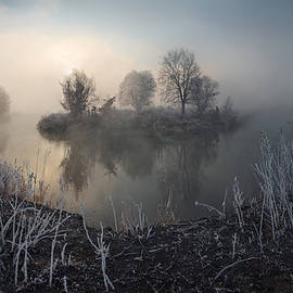 Stanislav Salamanov - First frost on the river