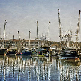 Dawn Gari - Fishing Boats