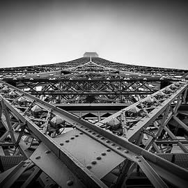 Piotr Gozdek - Foggy Eiffel tower