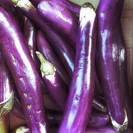 Fresh purple aubergines - Tom Gowanlock