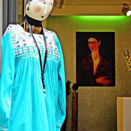 Sarah Loft - Frida and the Mannequin